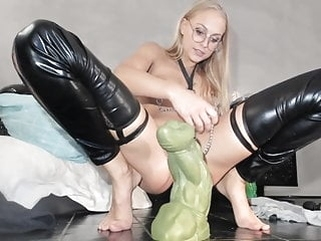 ass stretching while wearing clamps webcam anal top rated video